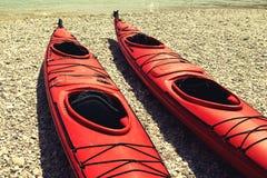 Красный цвет сплавляться на пляже Стоковые Фото