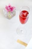 красный цвет стекла коктеила спирта Стоковая Фотография