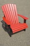 красный цвет стула adirondack Стоковые Фотографии RF
