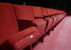 красный цвет усаживает театр Стоковое Изображение