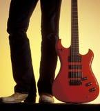 красный цвет человека электрической гитары Стоковое фото RF
