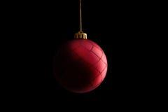 красный цвет шарика изолированный рождеством Стоковые Изображения RF