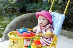 красный цвет шлема младенца Стоковые Изображения RF