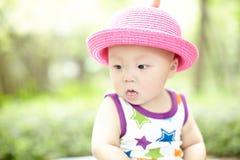 красный цвет шлема младенца Стоковое Изображение