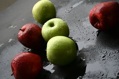 красный цвет яблок зеленый Стоковые Фото