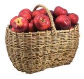 красный цвет яблок изолированный корзиной Стоковые Изображения RF