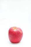 Красный цвет яблока на белом стиле предпосылки Стоковые Изображения RF