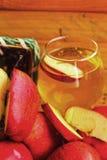 Красный цвет яблока плодоовощ и яблоки воды. Стоковые Фото