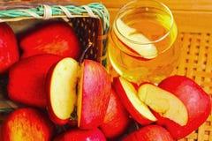 Красный цвет яблока плодоовощ и яблоки воды Стоковая Фотография