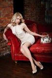 красный цвет девушки кресла Стоковые Изображения RF