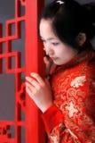 красный цвет девушки одежды фарфора Стоковые Фотографии RF