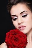 красный цвет девушки поднял Стоковая Фотография