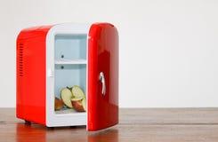 красный цвет 9 холодильников миниатюрный Стоковая Фотография