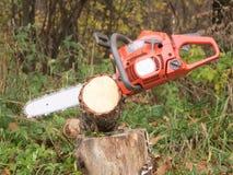 красный цвет chainsaw Стоковые Фото