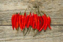 Красный цвет Chili горячий на деревянной деревенской предпосылке Стоковая Фотография
