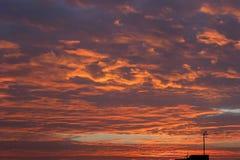 красный цвет cloudscape Стоковые Фото
