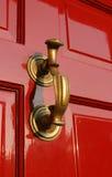 красный цвет knocker латунной двери georgian Стоковые Изображения