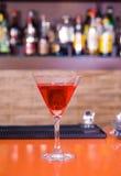 красный цвет martini питья коктеила штанги Стоковое Изображение RF