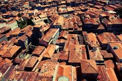 красный цвет porto настилает крышу s Стоковая Фотография