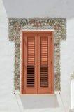 красный цвет shutters окно стоковое изображение rf