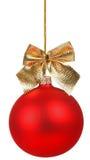 Красный шарик рождества с золотистым смычком Стоковое Фото