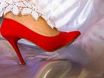 Красный шнурок whitw shue стоковое изображение