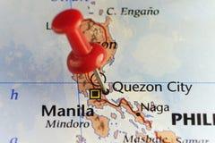 Красный штырь на городе Quezon, Филиппинах Стоковое фото RF