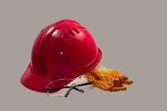 Красный шлем безопасности на белой предпосылке Трудная шляпа изолированная на whit Стоковые Изображения