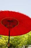 Красный японский зонтик (парасоль) Стоковое Изображение
