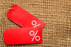 Красный ярлык цены с знаком процентов Стоковые Изображения RF