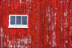 Красный siding стены амбара с окном Стоковая Фотография
