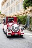 Красный Trackless поезд в Монако стоковые фотографии rf