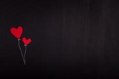 2 красных бумажных сердца на день валентинки классн классного Стоковая Фотография RF