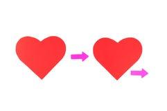 2 красных бумажных сердца с стрелками, отношения концепции Стоковые Фотографии RF