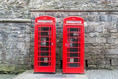 2 красных великобританских телефонной будки от фронта Стоковые Фото