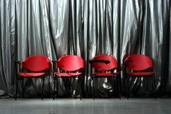 4 красных пустых стуль Стоковые Изображения RF