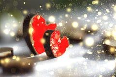 2 красных сердца с золотыми sparkles, романтичным изображением Валентайн дня s Стоковое Изображение RF