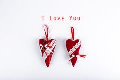 2 красных сердца валентинки Стоковое Фото