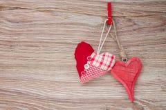 2 красных сердца смертной казни через повешение Стоковое Фото