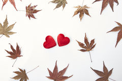2 красных сердце и листь осени Стоковое фото RF