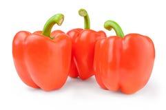 3 красных сладостных болгарских перца изолированного на белом вырезе предпосылки Стоковое Изображение