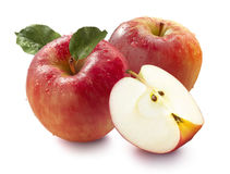 2 красных яблоки и квартала изолированных на белой предпосылке Стоковые Изображения RF