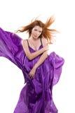 Красн-с волосами девушка в пурпуровом платье стоковые фотографии rf