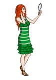 Красн-с волосами девушка с зеркалом Стоковое Фото