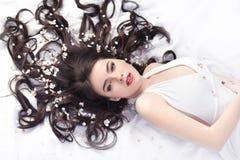 Красота весны или концепция косметик женщины Съемка портрета моды Стоковое Фото