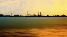 Красота в индустрии: простое промышленное scape от моря Стоковые Фотографии RF