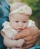 Красота девушки Маленький ребенок Материнство и детство Здоровье превращаясь ребенка умственное и физическое Здоровье и стоковое изображение