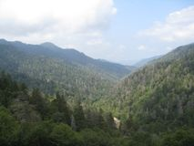 Красота закоптелых гор стоковое фото