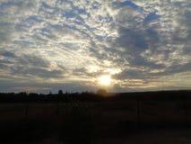 Красота захода солнца Вечер приходил Ноча причаливает стоковое фото rf
