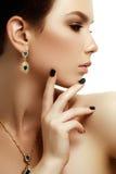 Красота и концепция моды красивейшая женщина ювелирных изделий Стоковое Изображение RF